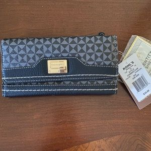 🎄NWT! Concept Travers Accordian Wallet